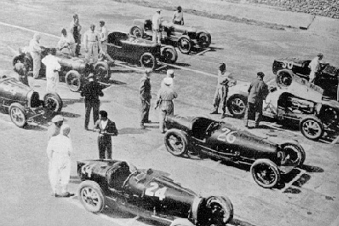 Circuito Monza : Luci da parete e librerie di design a forma del tuo circuito preferito